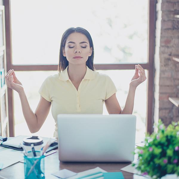 femme méditation PC